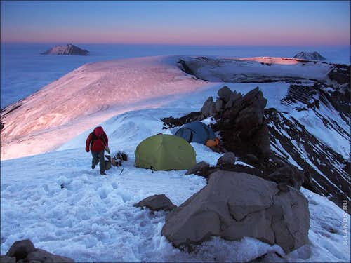 Camping on the ridge of Tolbachik volcano