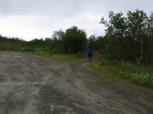 Start of Troms Border Trail in parking lot