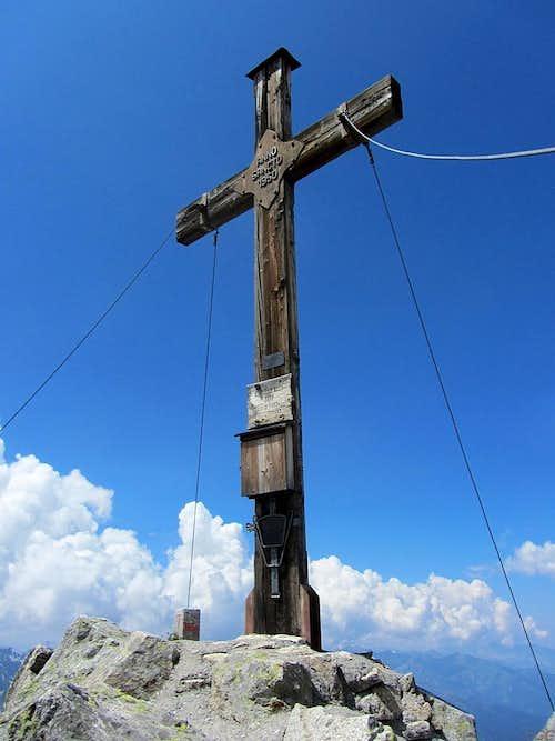 Vallüla summit cross