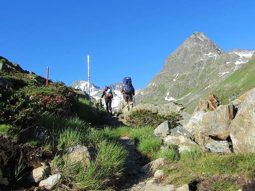 We're off, on our way to the glaciers at the head of the Jamtal