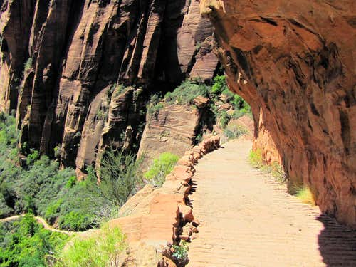 Final descent into Zion Canyon