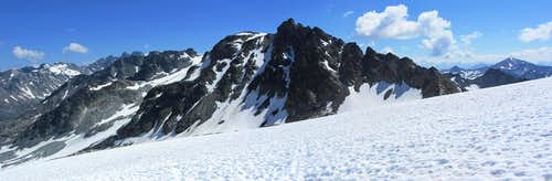 Panoramic view of the Chalausköpfe and Gemsspitze from high on the glacier, just below the Jamjoch.