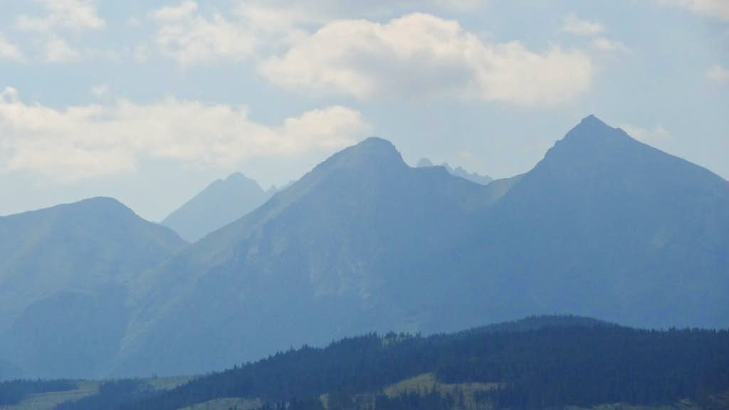 Afternoon panorama from Przełęcz nad Łapszanką to the White Tatras