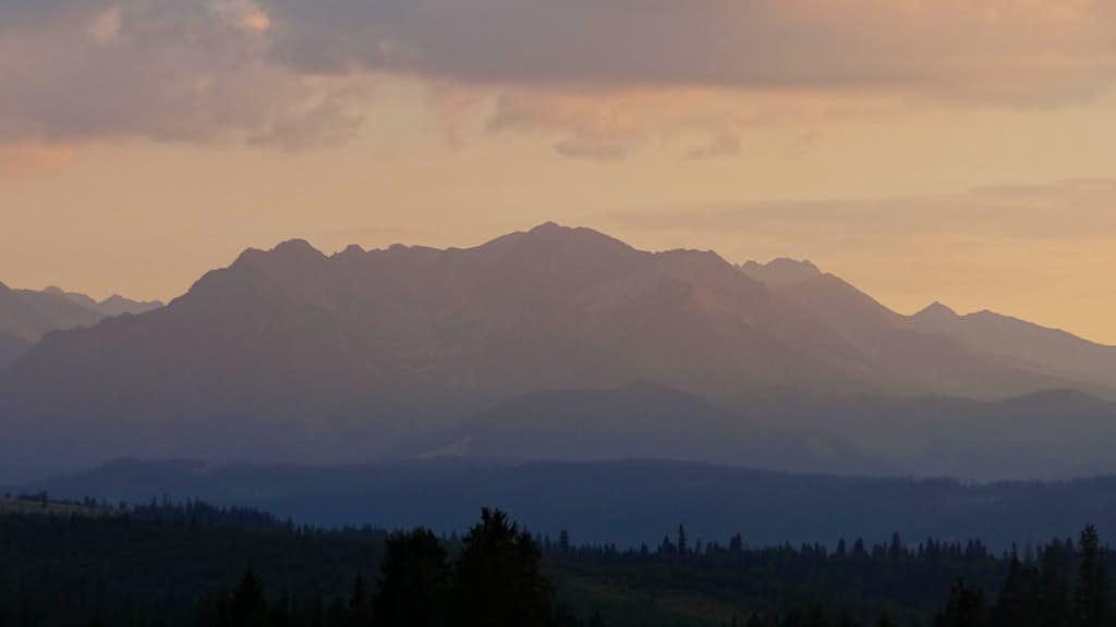 Evening panorama on the Polish Tatras from Przełęcz nad Łapszanką