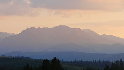 Evening panorama on the Polish Tatras from Przełęcz nad Łapszanką