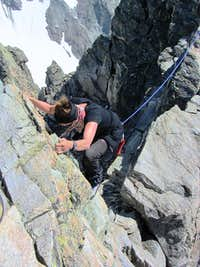 Jannie downclimbing the crux right before the summit on the Dreiländerspitze