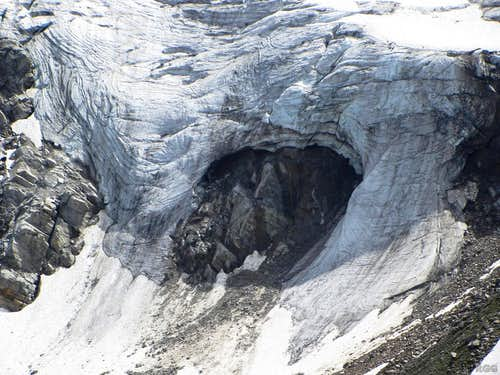 Icefall on the Litzner glacier, at the base of Großlitzner.