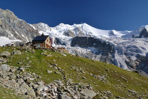 The gorgeously situated Cabane de l\'Ar Pitetta (or Arpitettaz)