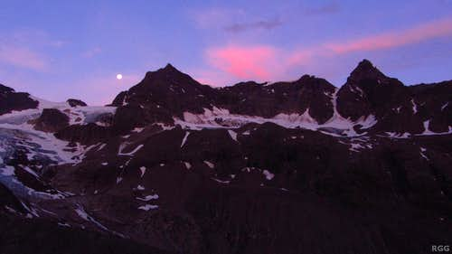 Silvrettahorn, Schneeglocke and Schattenspitze just before dawn