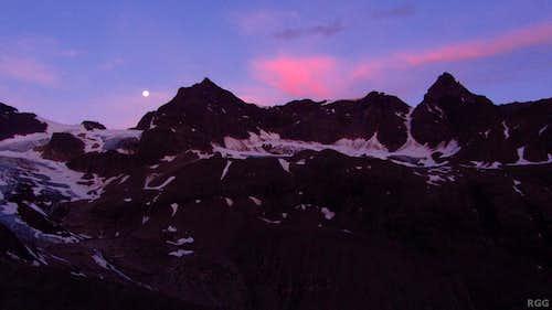 Silvrettahorn, Schneeglocke and Schattenspitze just before dawn