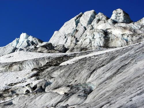Wild ice formations on the Ochsentaler Glacier