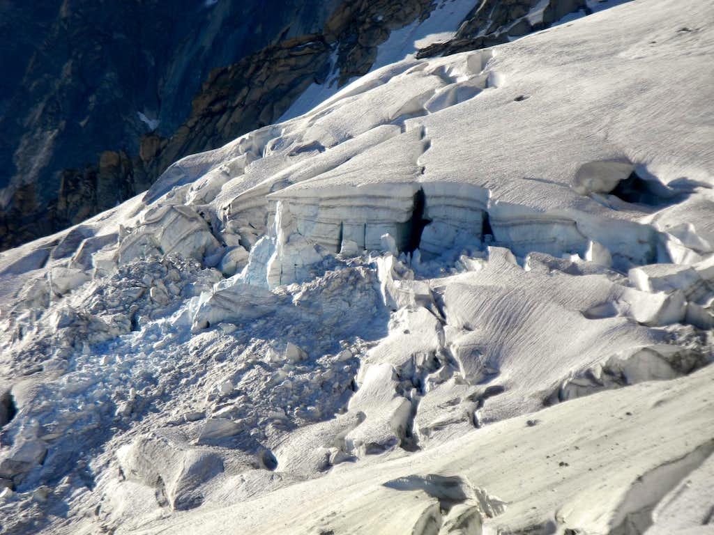 The rough surface of Glacier des Rognons