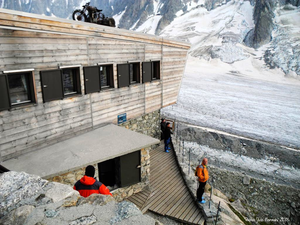 The Refuge d'Argentière, a balcony over the glacier