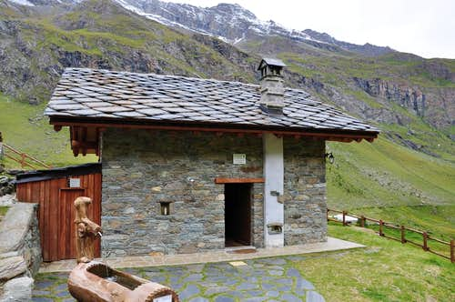 Petit Avert Bivouac E. Borroz Rotary Clavalité near Cuneux Alp