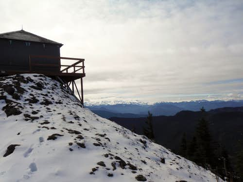 Kelly Butte Lookout and a covered Mount Rainier