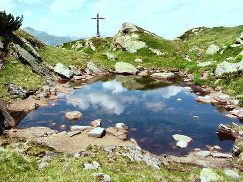 Breitspitze (2196m) summit cross