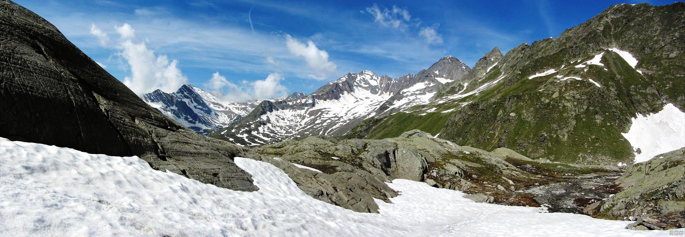 Panoramic view to Ginggljoch (2938m) and Roteck (3337m)