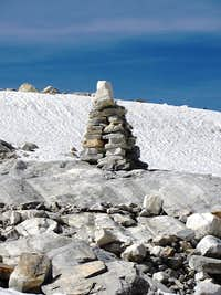A huge cairn marking the route to the Lodner