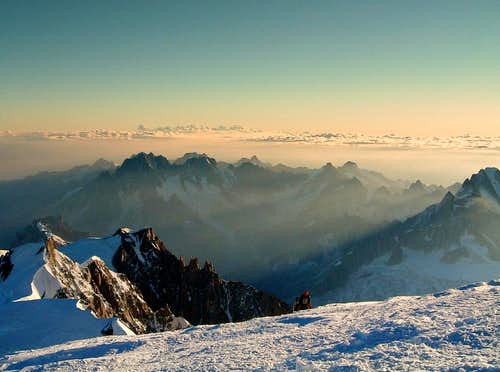 A party getting the summit from Les Trois Mont Blanc route