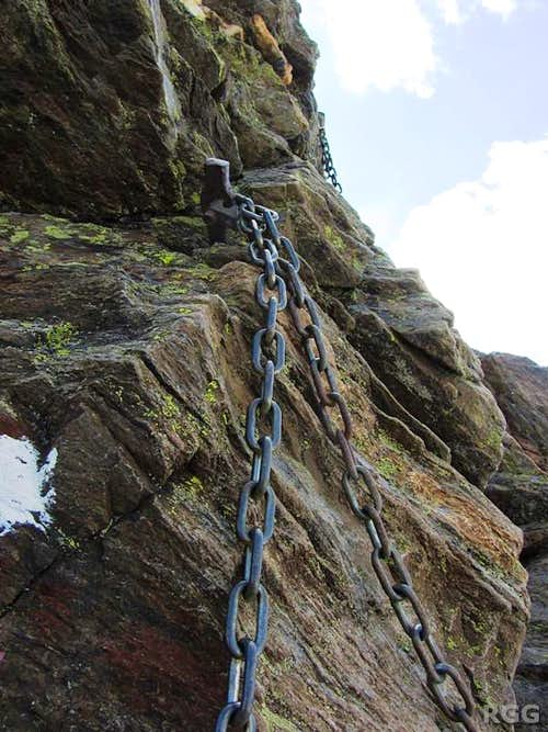 Chains securing some the tricky parts of the route up the Lazinser Rötelspitze