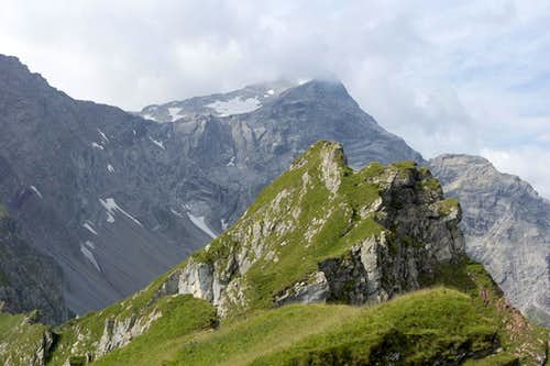 Panüeler Kopf above the Mottakopf summit ridge