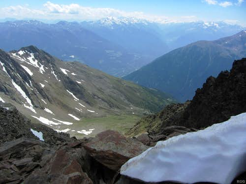 Looking at the distant glaciated peaks of the Ortler-Cevedale Group from the Gfallwand WNW ridge