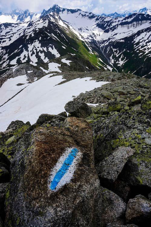 Trailmark under the summit of Klein Furkahorn (9928 ft / 3026 m)
