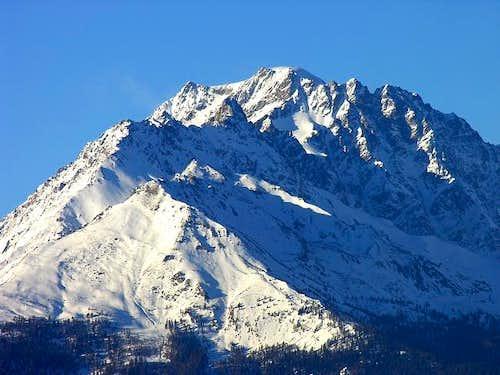 In primo piano il monte Saron...