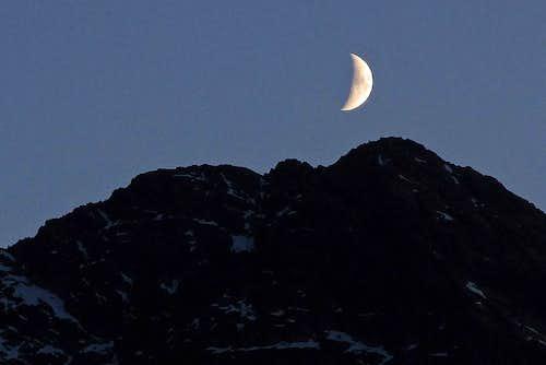The Moon over Świnica