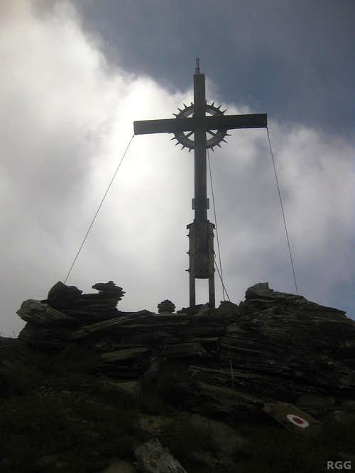 Spronser Rötelspitze summit cross