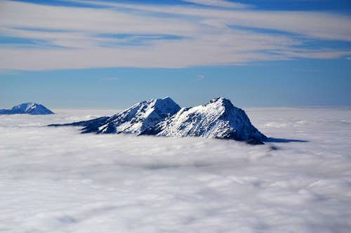 Zwiesel and Hochstaufen jutting out of the inversion cloud