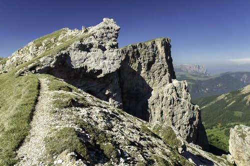 Looking across Forcella dla Piza to the Stevia Summit, Torre Firenze and Schlern in the back