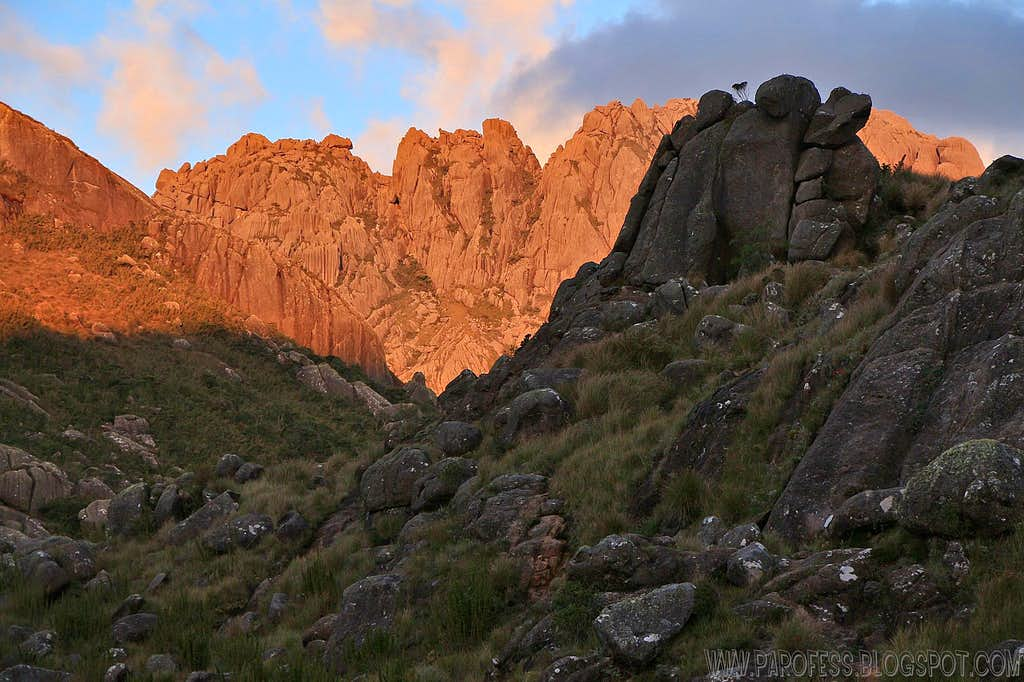 Agulhas Negras in alpenglow: Close up