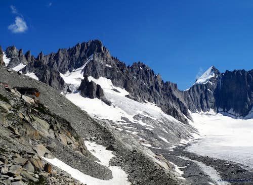 View on Refuge d'Argentière, Pointe Kurtz and Mont Dolent