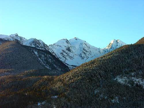 Monte Paramont 3301 m (left)...