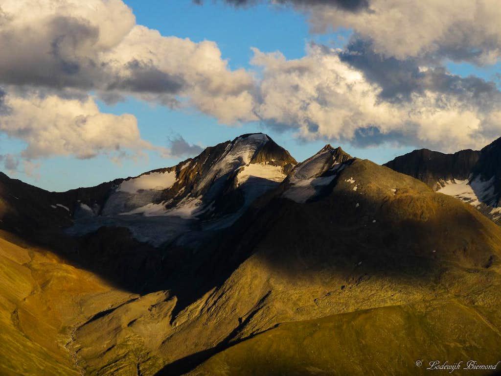 Hinterer Spiegelkogel (3426m, West Face)