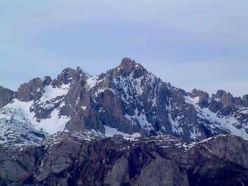 Peña Vieja (2.613 m) South...