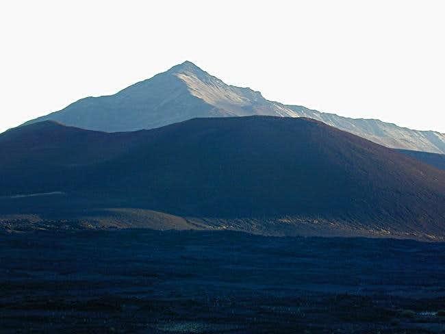 A look a Hanakauhi Peak (2715...