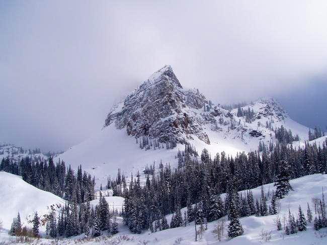 Sundial in late winter -...