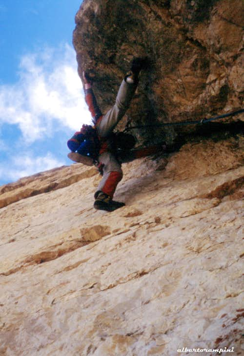 Negotiating an overhang on Diedro Mayerl, Sass dla Crusc