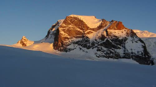 Alpenglow on Jägerhorn (the little one) and Nordend