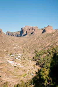 Trailhead in El Juncal beneath Montaña del Asserador and Los Canadores
