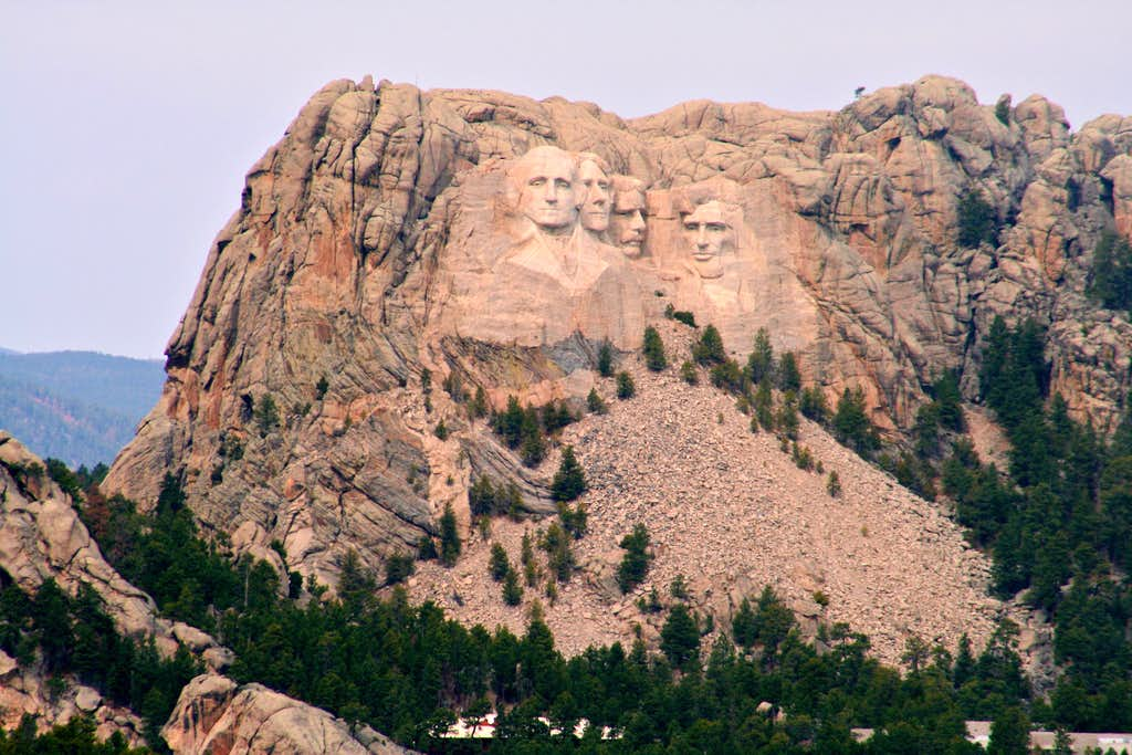 Distant shot of Mt. Rushmore