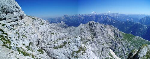 And the ridge just never stops ... Julian Alps in the background