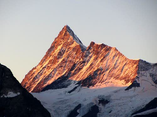 Finsteraarhorn at dawn