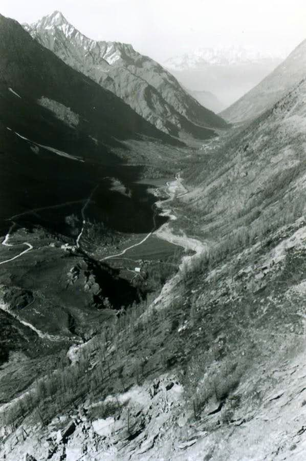 Watershed between Rhemes/Grisenche Valleys from South to North climbing Vaudala Walloon 1983