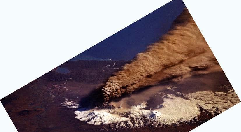 Huge eruption of Klyuchevskaya in 1994, from space.