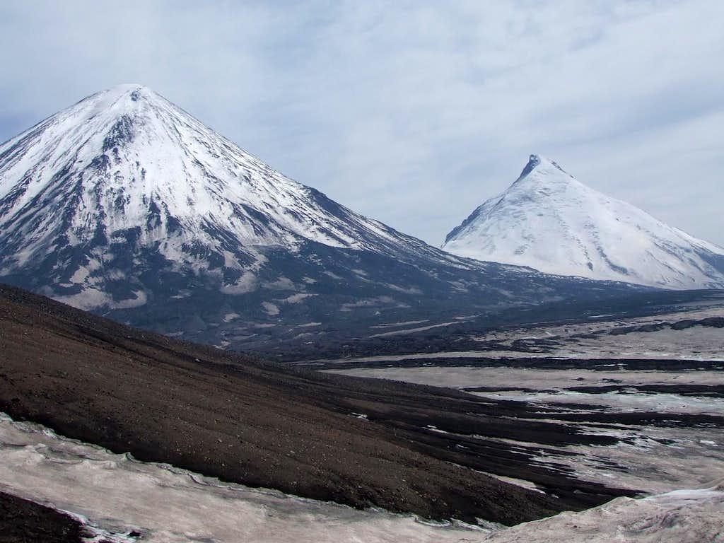 Klyuchevskaya and Kamen from 2600m (8500ft)