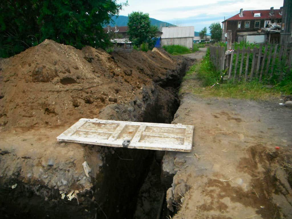 Water pipe construction in Klyuchi.