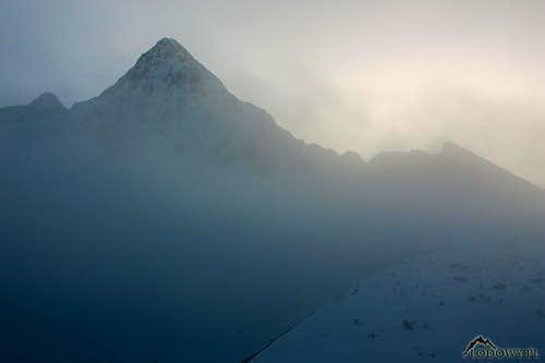 Through evening mist. Jahnaci Stit